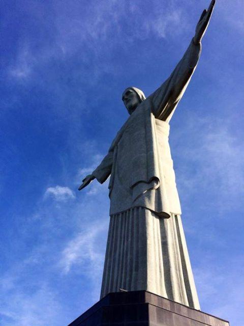 พระเยซูกางแขน ระยะใกล้ CR พี่ติ่ง