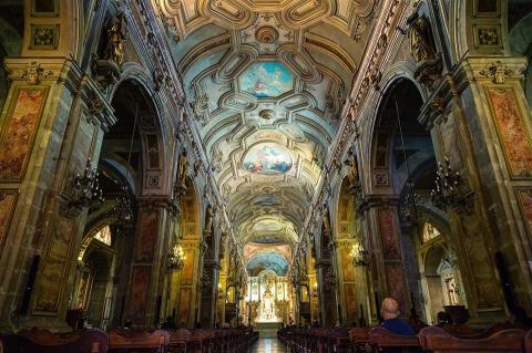 ภายในโบสถ์ของจตุรัสเมืองซานติเอโก้ CR พี่ติ่ง