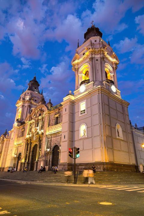 โบสถ์หนึ่งใน Plaza De Amas, Lima, Peru CR พี่ติ่ง