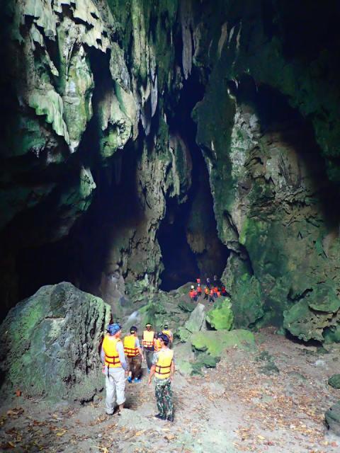 เมื่อเข้าไปในถ้ำ มันกว้างงง
