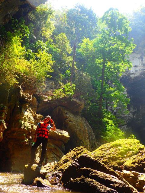 แสงสวยๆ หน้าถ้ำ