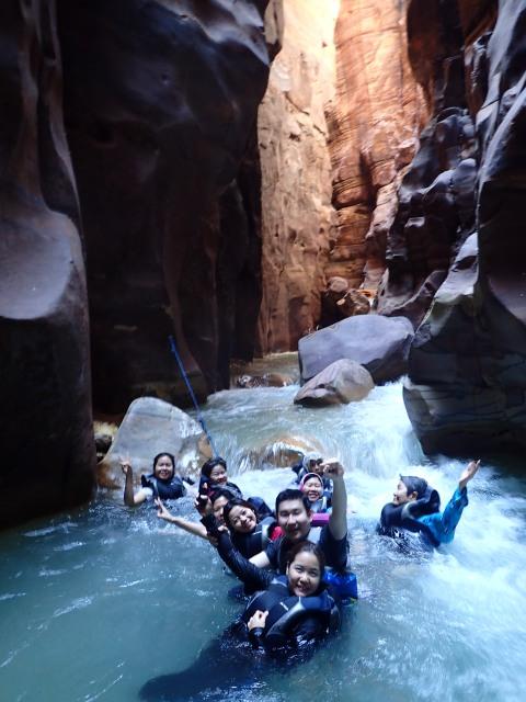 ลอยวนกันสนุกสนาน ณ Wadi Mujib